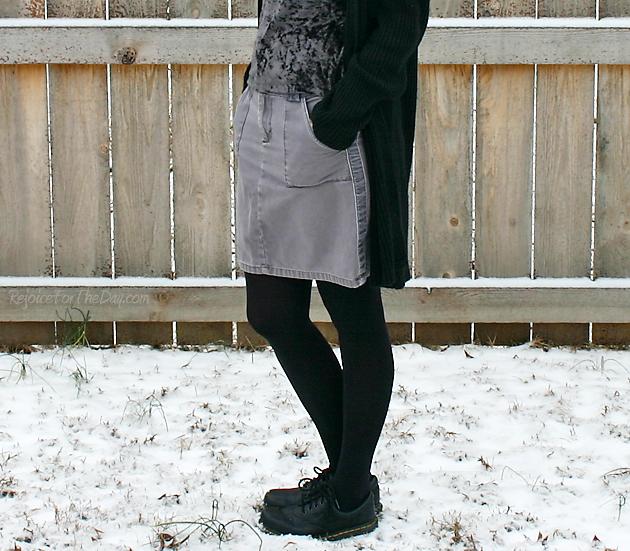 Old Navy grey skirt