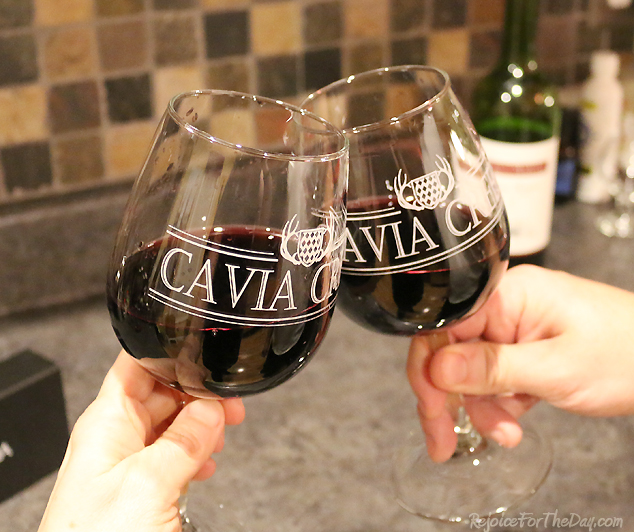 Vino Aria cheers