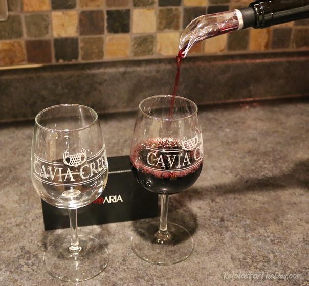 Vino Aria wine pour
