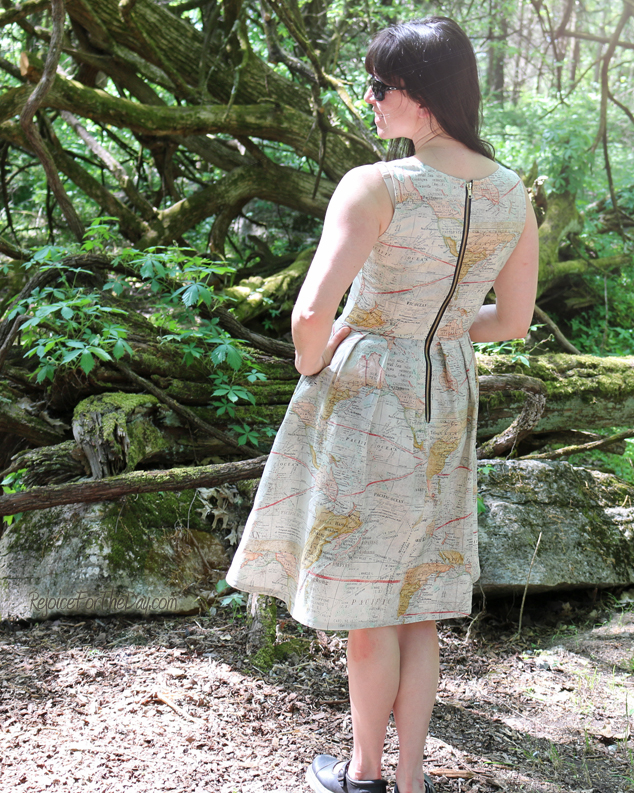 Simplicity 2444 with an exposed metal zipper