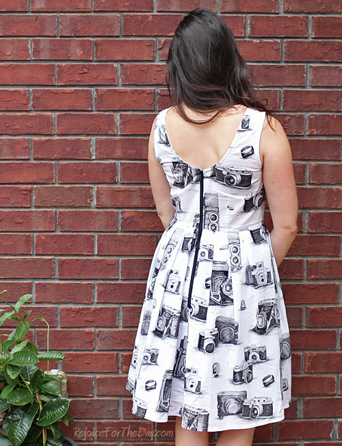 exposed back zipper dress