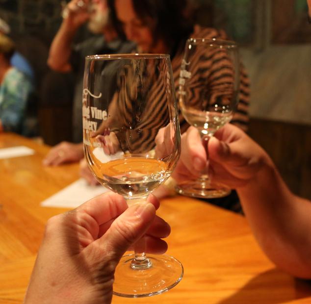 winery-cheers